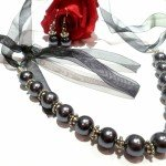 Parure en perles nacrées et organza (Collier et Boucles d'oreilles) dans parures parure-parure-en-perles-grises-argent-tib-2801739-p1030901-f8712_big-150x150